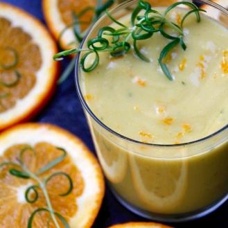 Appelsiini-rosmariini-smoothie