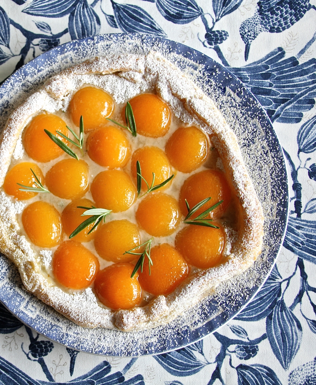 Rosmariini-aprikoosipiirakka