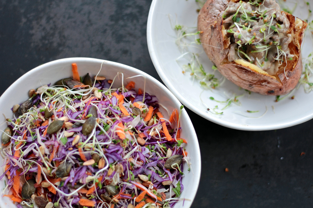 Raastesalaatti ja uuniperuna