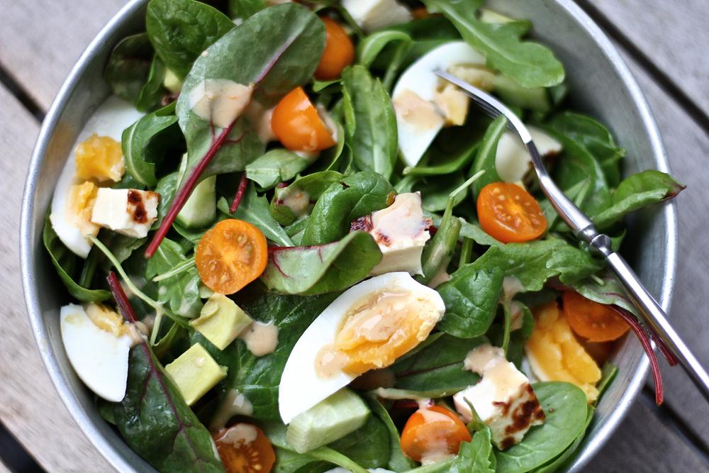 Aurinkoinen lounassalaatti