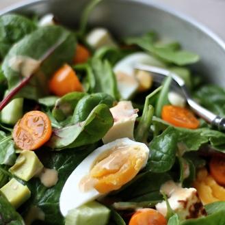 Aurinkoinen salaatti
