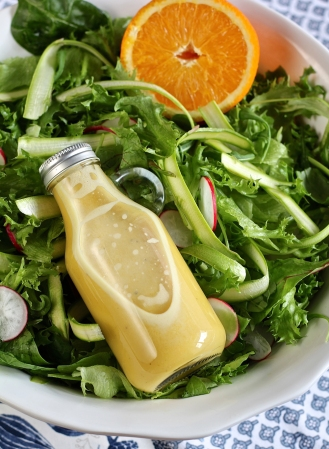 Parsa-retiisisalaatti ja appelsiininen salaatinkastike