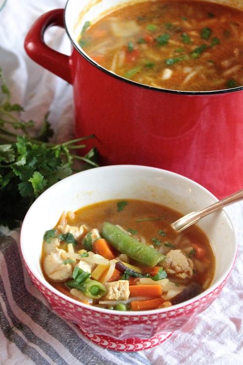 Chutney-broileri/tofu-kasviskeitto