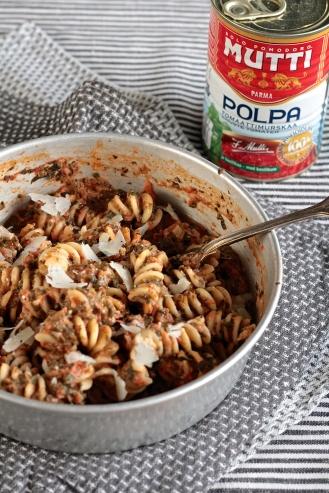Tomaatti-pinaattipasta
