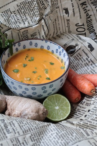 Mausteinen porkkanasosekeitto