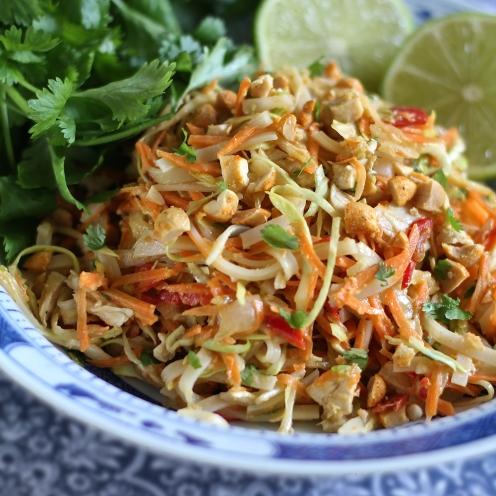 Pähkinäinen thai-salaatti