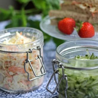 Coleslaw ja kurkkusalaatti