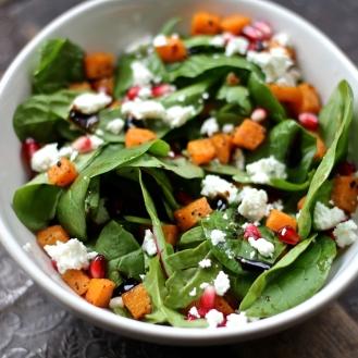 Kurpitsa-feta-granaattiomena-salaatti