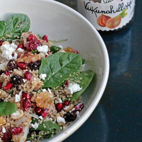Viikunan maustama couscous-salaatti